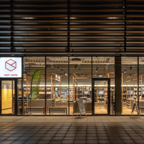 Transparenz: Glasfassade von Westlotto in Münster bei Nacht