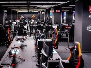 Gamer und E-Sportler können die Produkte selbst testen und spielen, solange sie wollen