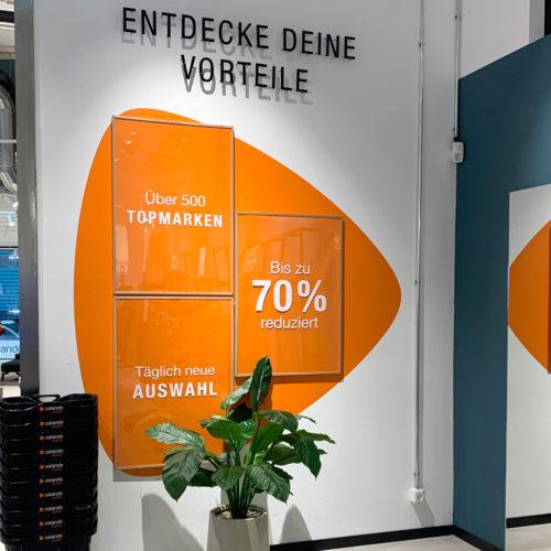Sein Outlet-Prinzip erklärt Zalando im Eingangbereich
