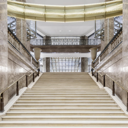 Der Treppenaufgang im Art-decó-Stil