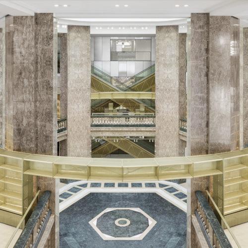 Das imposante Atrium im Art-decó-Stil