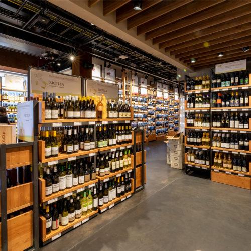 Mehr als 2.000 Weine bietet Eataly zum Kauf an.