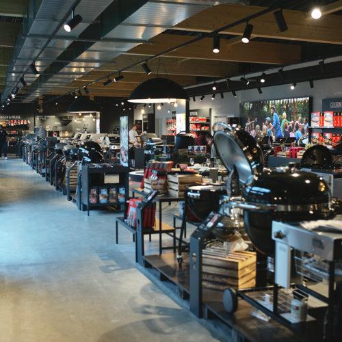 Auf 1.000 qm Ausstellungsfläche reihen sich die verschiedenen Grillmodelle aneinander.