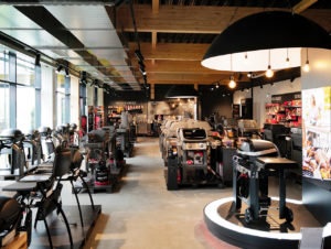 Über den Weber Original Store gelangt man zur 500 qm großen Piazza im Innenhof.