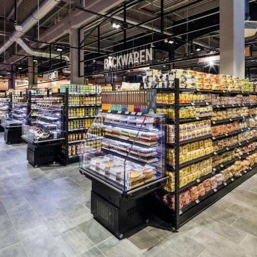 Die offenen Kühlmöbel mit saisonal wechselnden Convenience-Produkten sollen die Kunden zu Impulskäufen verführen.
