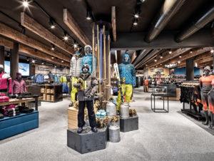 Auch hoch am Gletscher: perfektes Visual Merchandising Sportgeschäft Ski Dome II.