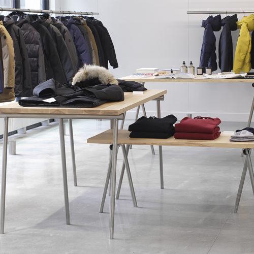 Das offen und geradlinig gestaltete Interieur hilft, die Ware in den Fokus zu rücken.