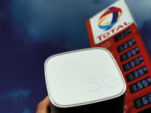 Der Tankstellenbetreiber Total und Vodafone haben im Februar 2020 Tankstellen mit 5G ausgerüstet.