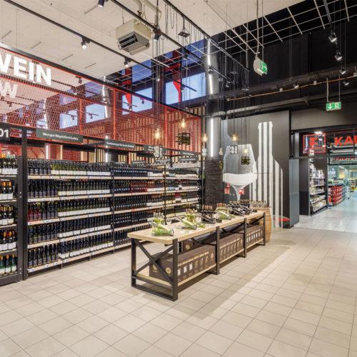 Der Getränkemarkt ist durch einen direkten Zugang mit dem Kaufland SB-Warenhaus verbunden