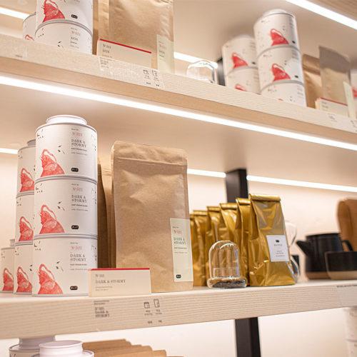 Schnuppergläser bieten ein olfaktrisches Erlebnis im Store.