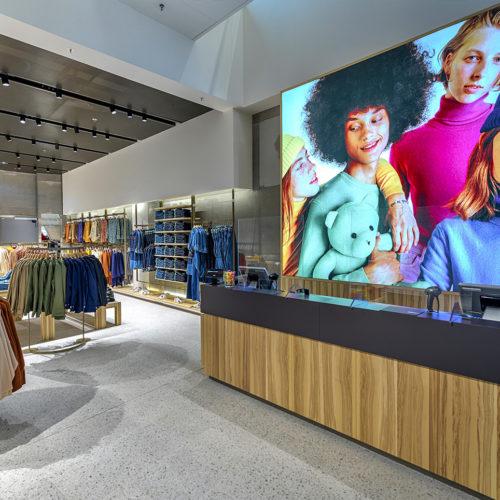 Die Kassenzone im neuen Benetton-Store.