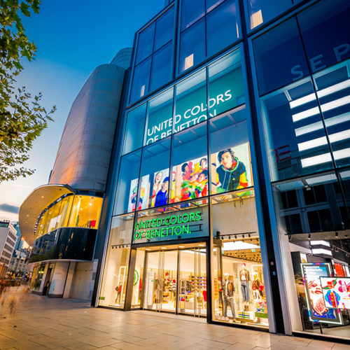 Der neue Benetton-Store befindet sich an der Frankfurter Einkaufstraße Zeil im neuen UpperZeil-Gebäude.