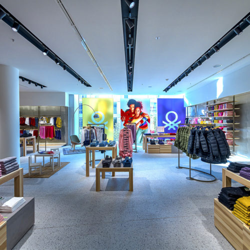 Natürliche Materialien dominieren die Materialwelt im Store.