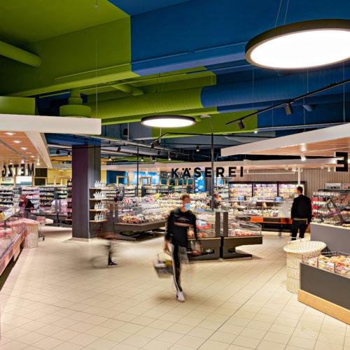 Verantwortlich für Ladenbau und Design zeichnet Interstore   Schweitzer.