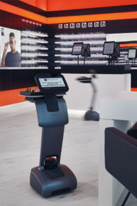 Im Flagship-Store von Edel-Optics serviert der Roboter das Brillen-Menü.