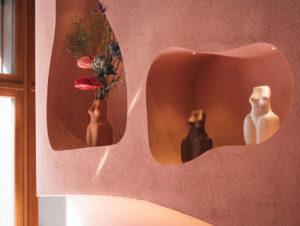 Der weibliche Körper und seine runden, weichen Kurven sind Leitthema in den Kollektionen der polnischen Schmuckdesignerin Natalia Kopiszka – und spiegelt sich auch im Design des Stores wider.