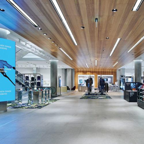 Breuninger hat seinen Store in Nürnberg rundum vernetzt und so auf Service und Komfort ausgerichtet.