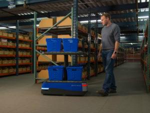 Der mobile Kommissionierroboter Chuck nutzt maschinelles Lernen und künstliche Intelligenz.