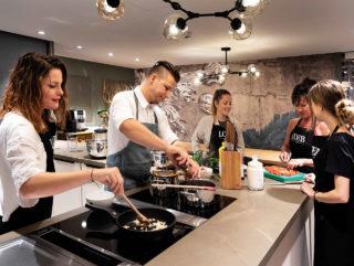 In der Eventküche bei Loeb finden Kochkurse statt.