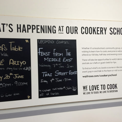 Neben den Bars beherbergt der Store eine 150 qm große Kochschule. (Foto: Waitrose)