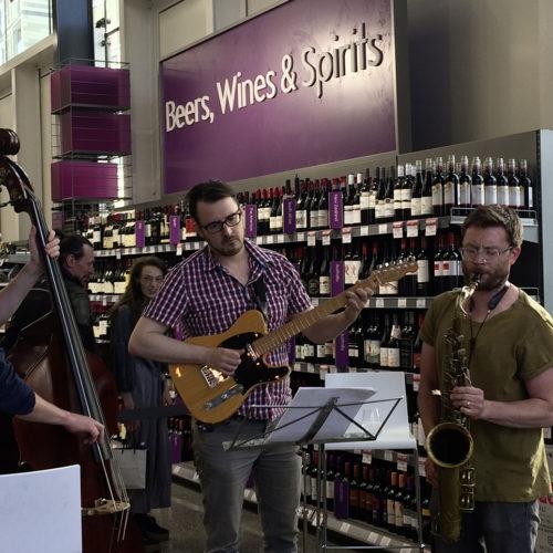 Musikalische Highlights sollen Kunden anlocken. (Foto: Waitrose)