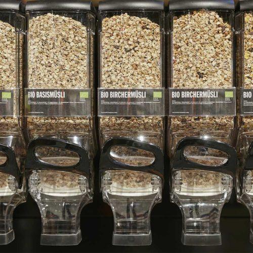 Müsli und Nüsse können in gewünschter Menge abgefüllt werden. (Foto: Real SB-Warenhaus)