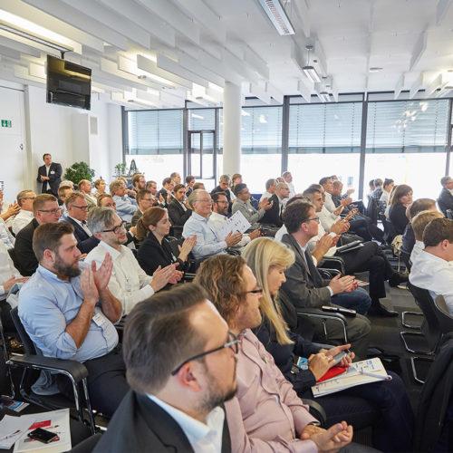 """Die erste EHI """"Robotics4Retail""""-Konferenz beschäftigte sich mit Robotik und Automatisierung in der Handelslogistik und am Point of Sale. (Foto: EHI/Schulten)"""