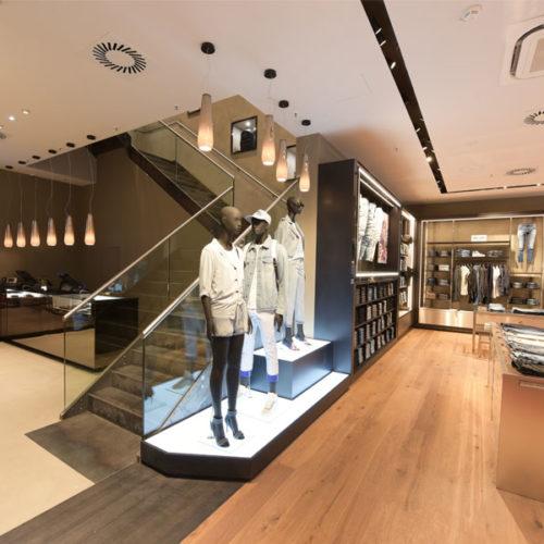Präsentiert werden die Fashion- und Denim-Kollektionen, außerdem Taschen, Schuhe und Accessoires. (Foto: Diesel)