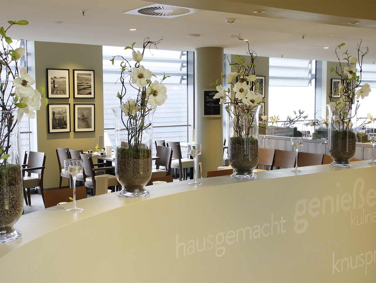 0b2e981326f2a9 Café-Restaurant im Modehaus CJ Schmidt in Husum  Treffpunkt für  Einheimische und Touristen