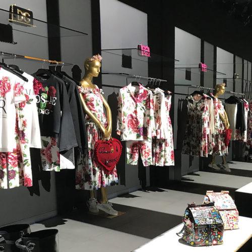 Dolce & Gabbana beeindruckt mit einer stimmungsvollen Lichtinszenierung (Foto: EHI)