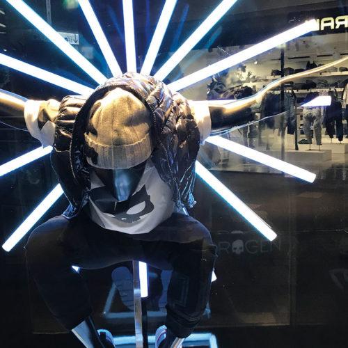 Schaufensterinszenierung im Fashion Store von Hydrage,Omotesando Hills (Foto: EHI)