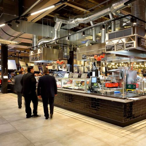 Marktküche mit Show-Cooking (Foto: Real SB-Warenhaus)