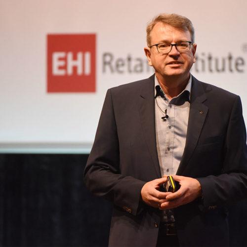 Wie stellt sich die Retail-IT auf die digitale Transformation ein? Dieser Frage widmeten sich die Referenten: Andreas Kranabitl (Spar Business Services GmbH), …