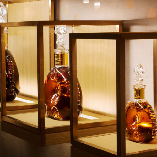 Sondereditionen in Glas-Cases mit inliegendem Licht (Foto: Louis XIII)