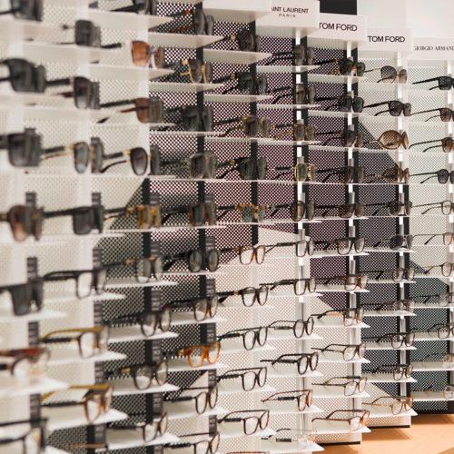 Rund 800 Brillenmodelle werden im Store angeboten. (Foto: Mister Spex)