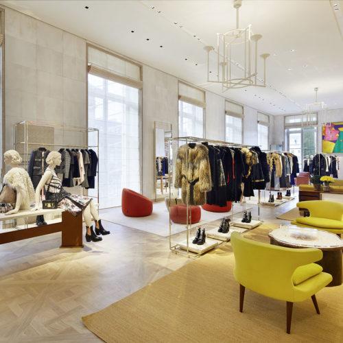 Für einen Luxus-Store seltene Helligkeit und Farbigkeit soll dafür sorgen, dass Kunden nicht auf Distanz gehalten werden. (Foto: Louis Vuitton Malletier/Stéphane Muratet)