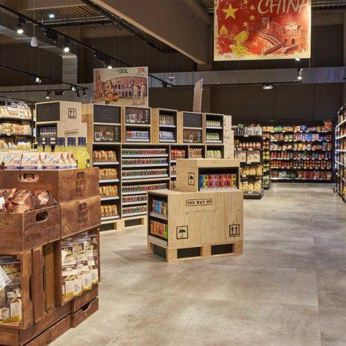 Zum Sortiment gehören auch Lebensmittel mit internationaler Herkunft. (Foto: Real SB-Warenhaus)
