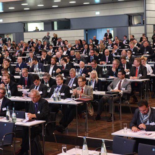 Fragen erreichten die Referenten auch aus dem Plenum.
