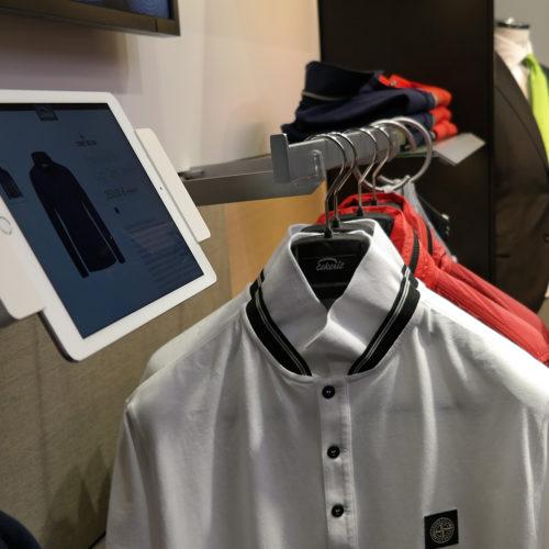 Via Tablet-PC können Kunden Artikel, die nicht in der gewünschten Größe im Store verfügbar sind, online bestellen.(Foto: Cisco Deutschland)