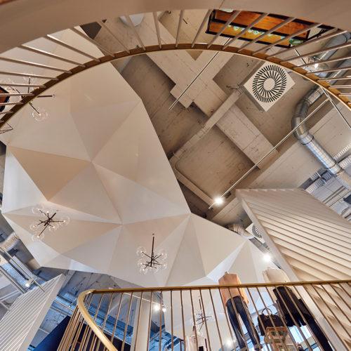 Lebendige Raumsubstanz mit offener, gestrichener Decke (Foto: The Gallery)