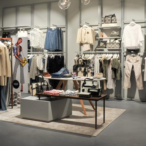 Die Warenpräsentation orientiert sich am Markenmix des Multilabel-Stores. (Foto: The Gallery)