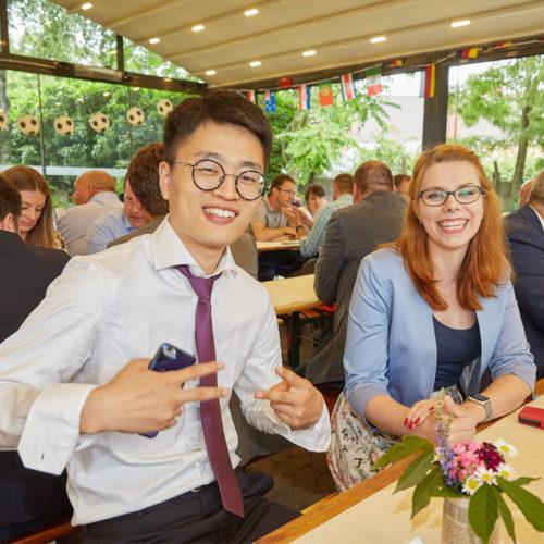 """Die Teilnehmer genießen die """"Security Meals & Deals"""" im Herbrandt's in Köln."""