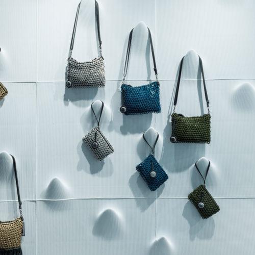 Auch die Haken für die Taschenpräsentation sind direkt in die 3D-gedruckten Paneele mit eingedruckt.