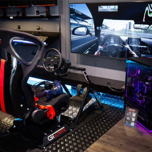 Zudem befindet sich ein Racing-Seat mit VR-Sets im Laden, der Kunden in einen Geschwindigkeitsrausch in einer virtuellen Realität versetzt. (Foto: Caseking)