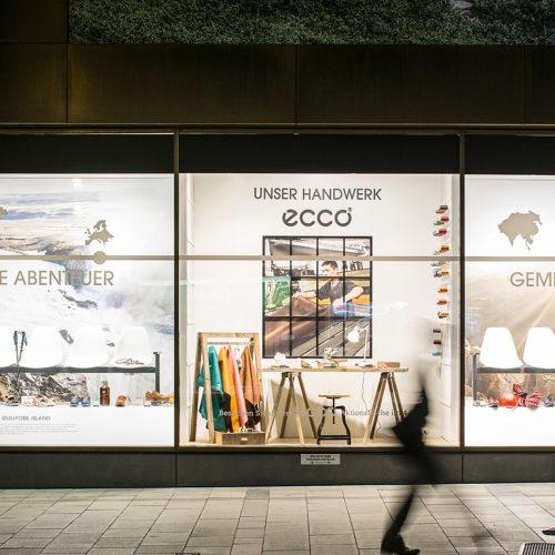 """Die geschlossene Präsentation der Marke Ecco im Münchner Sporthaus Schuster macht neugierig auf die stimmungsvolle kleine """"Manufaktur"""" im Inneren. (Foto: Heckhaus)"""