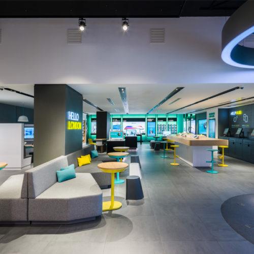 Die Räumlichkeiten sind nach einem Kathedralenprinzip aufgebaut, mit attraktiven Foyers mit hohen Decken im Eingangsbereich, die zur Mitte hin abfallen, so dass in den hinteren Bereichen der Stores Atmosphäre für persönliche Gespräche entsteht. (Foto: QuinineDesign/Gareth Gardner)