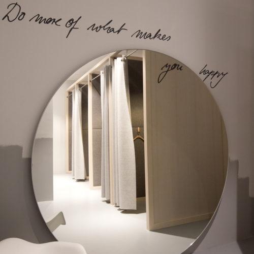 Puristisch gestaltete Umkleidekabinen (Foto: Engelhorn)