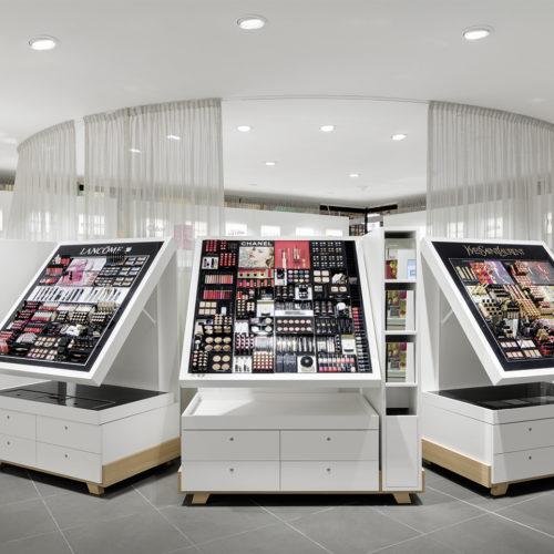 und eine Parfümerie mit eigenem Beauty-Salon. (Foto: Interstore)