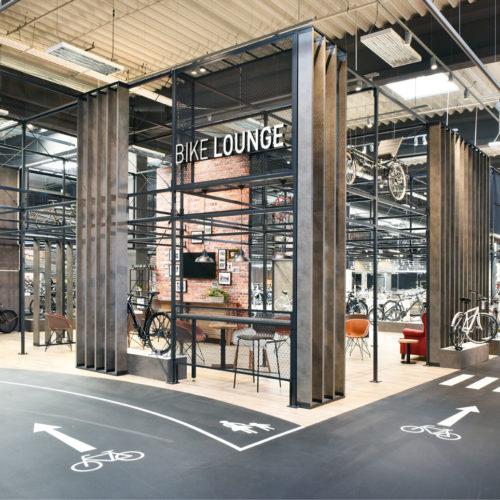 """Teststrecken animieren zu Probefahrten im Store, die """"Bike Lounge"""" lädt zum Verweilen ein. (Foto: Martin Kunze, Hamburg)"""