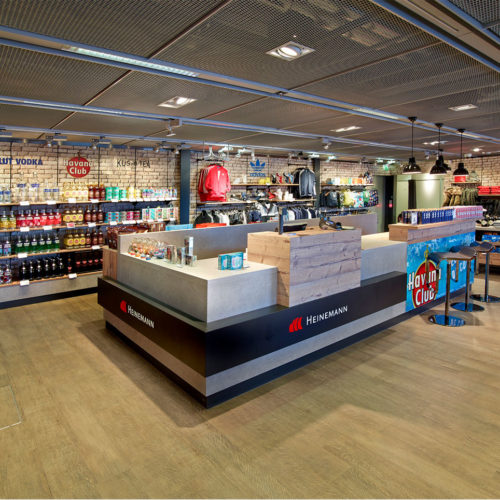Heinemann richtet sich mit seiner Shop-Inszenierung im Loft-Style an eine junge Zielgruppe.